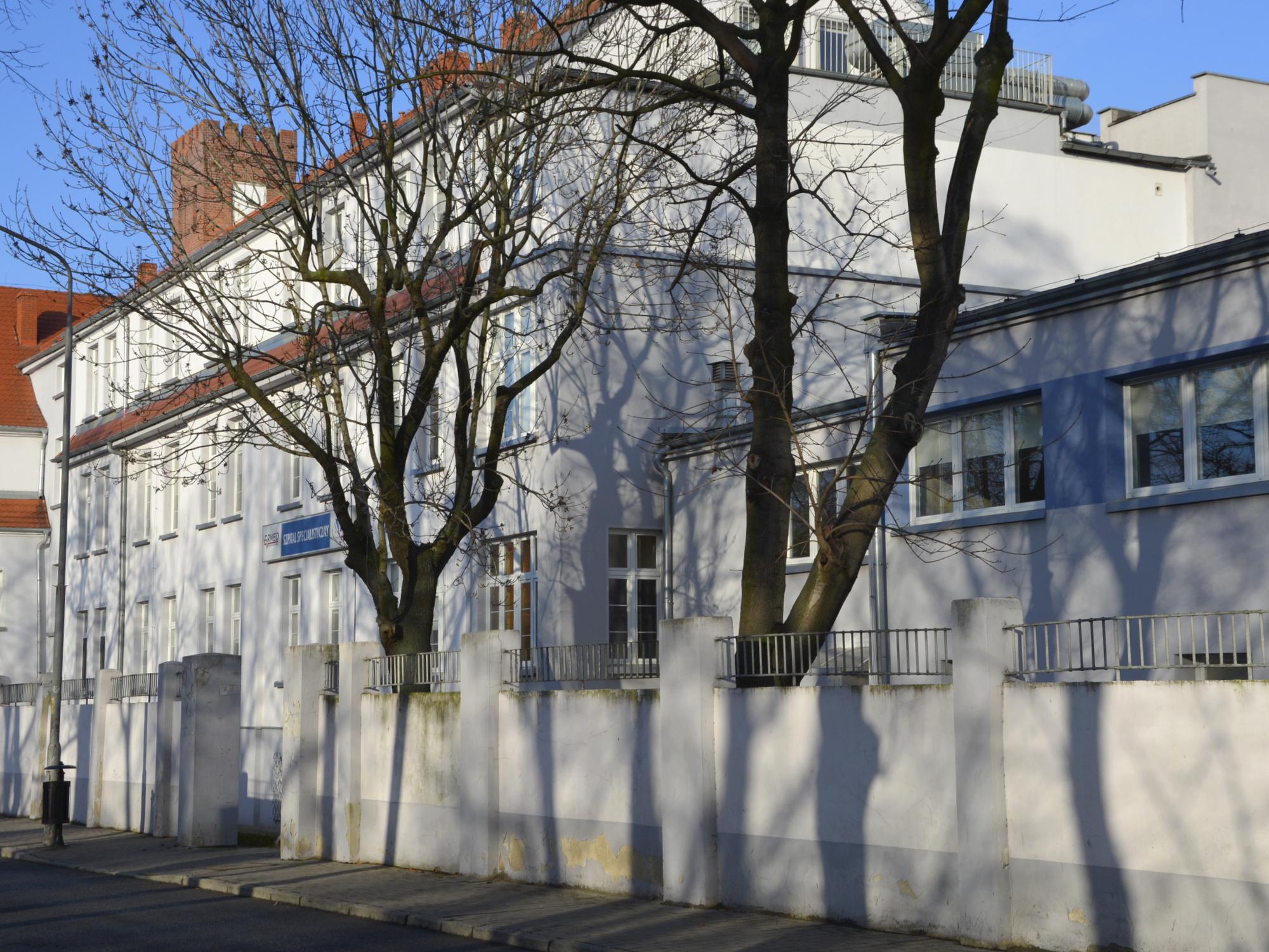 Ilustracja do informacji: Budynek szpitala znów własnością Powiatu