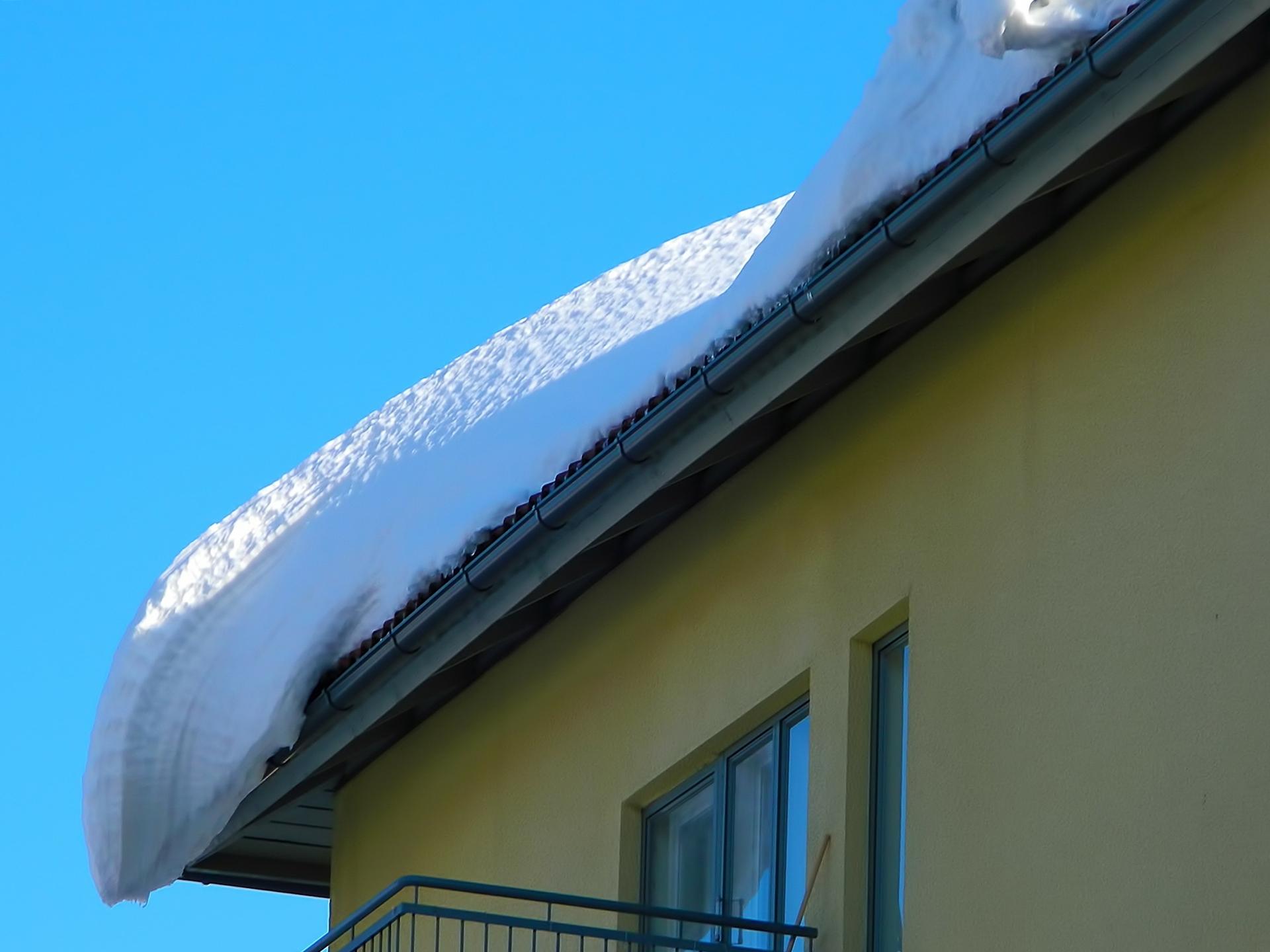 Ilustracja do informacji: Przypomnienie o odśnieżaniu dachów