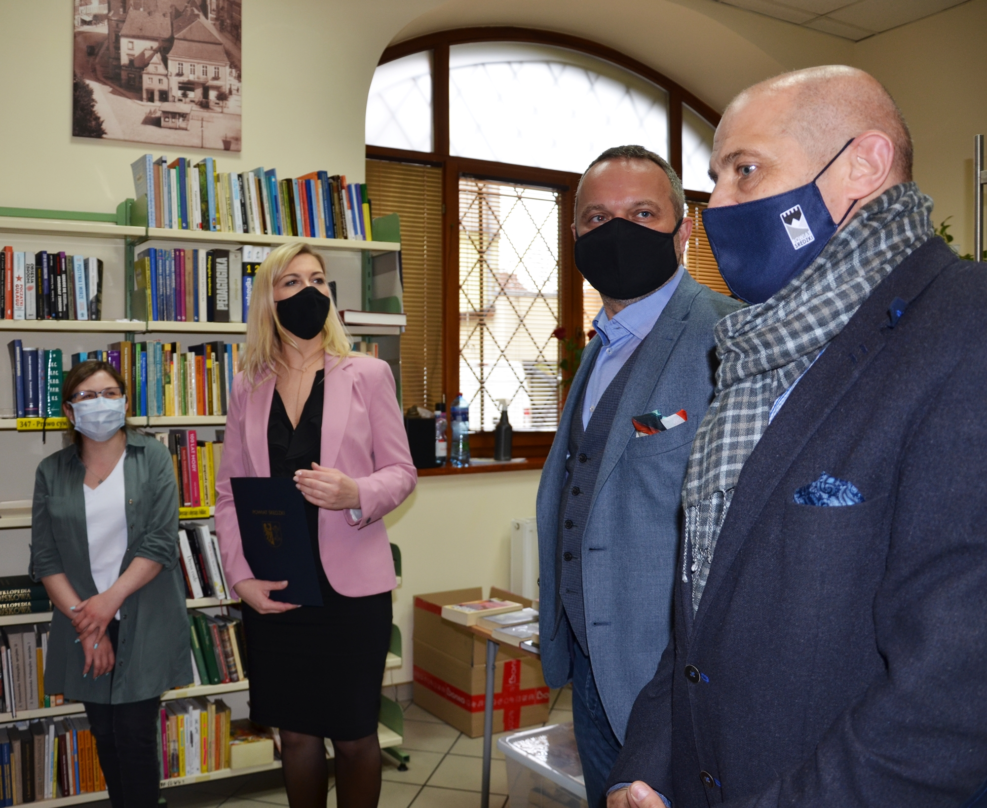Ilustracja do informacji: Władze powiatu pamiętały o Dniu Bibliotekarza